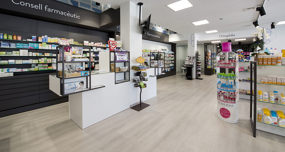 flint_retail_farmacia-cunit_serene-oak