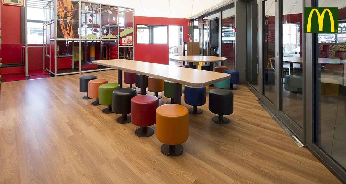 flint_retail_macdonalds-vilanova2_cannelle-oak
